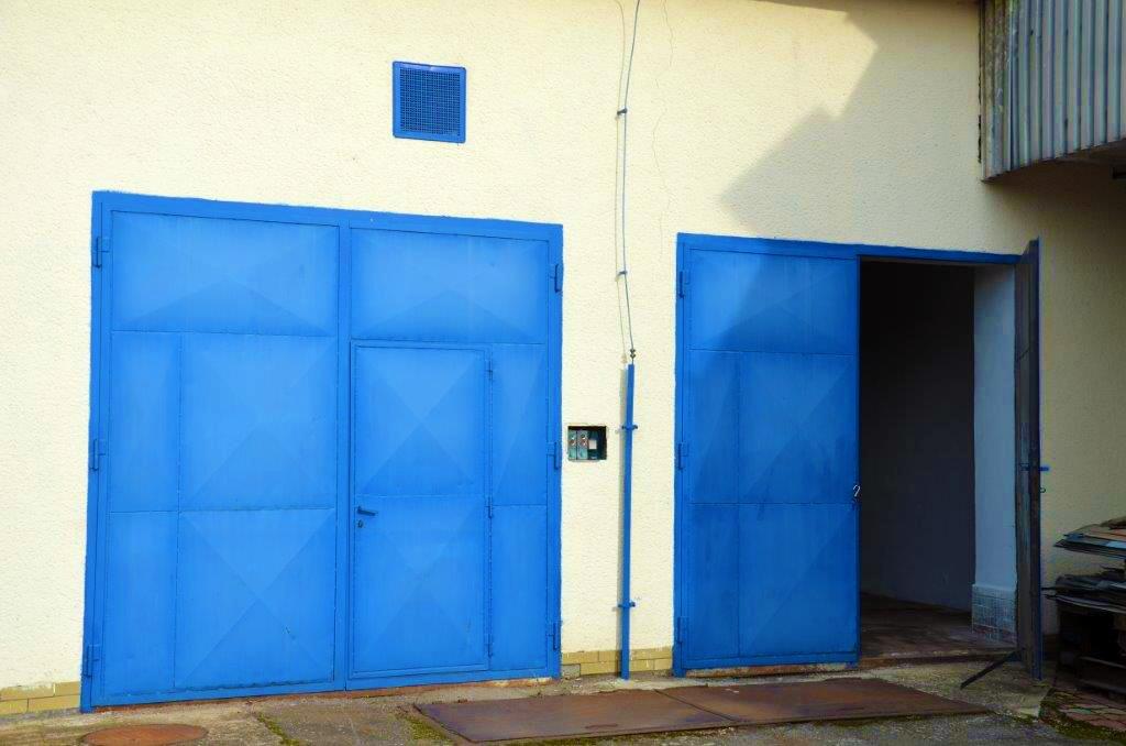 Dvě propojené garáže